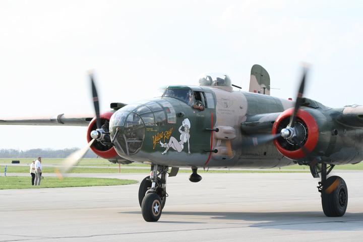 Warbirds and Airshows - Urbana 2010 B-25 Gathering